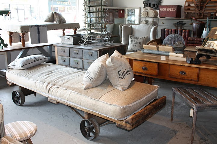 Upcycled m street interiors - Style industriel chic ...