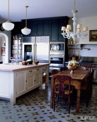 Lindsey buckingham kitchen elle decor march 09 night shade bm cabinets murano glass chandelier - Elle decor kitchens ...