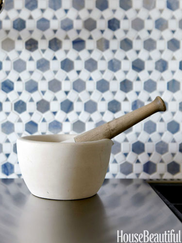 06-hbx-urban-archaeology-blue-kitchen-backsplash-horner-0513-lgn